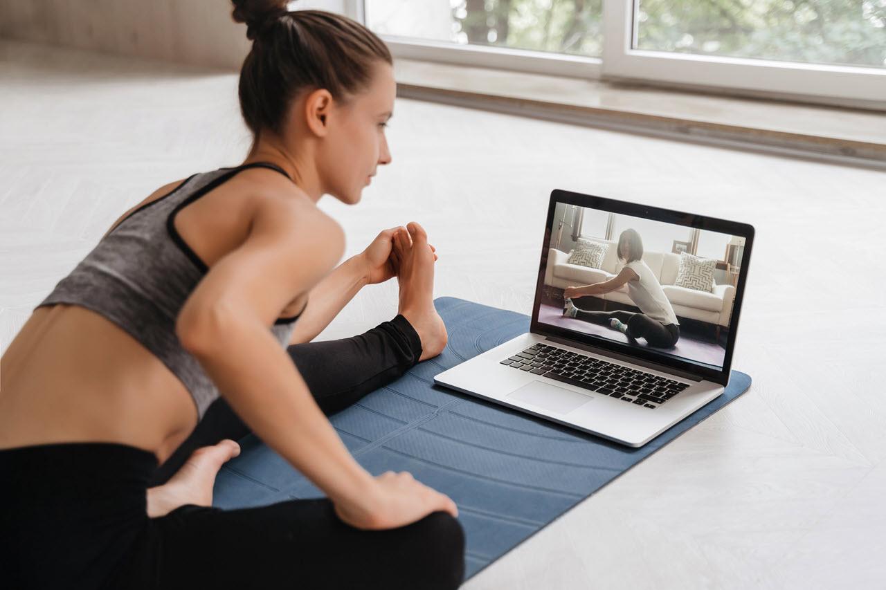 fit-woman-sportswear-doing-yoga 2